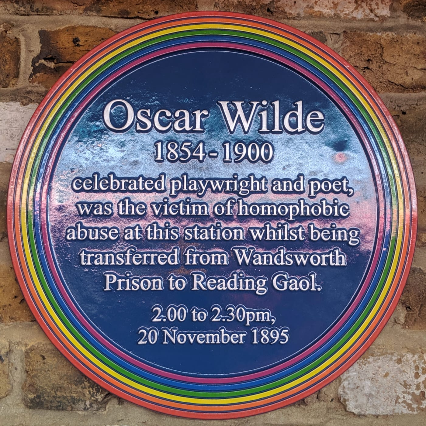 Oscar Wilde plaque at Clapham Junction Station